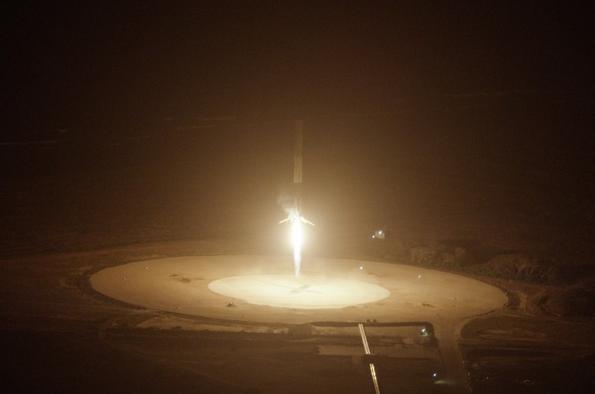 AstroNova le blog de l'astronomie et de l'espace - Atterissage de SpaceX © SpaceX