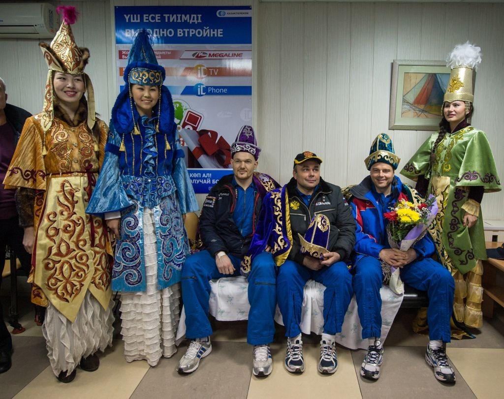 AstroNova le blog de l'astronomie et de l'espace - Cérémonie kazakh à Baïkonour @ NASA/Bill Ingalls