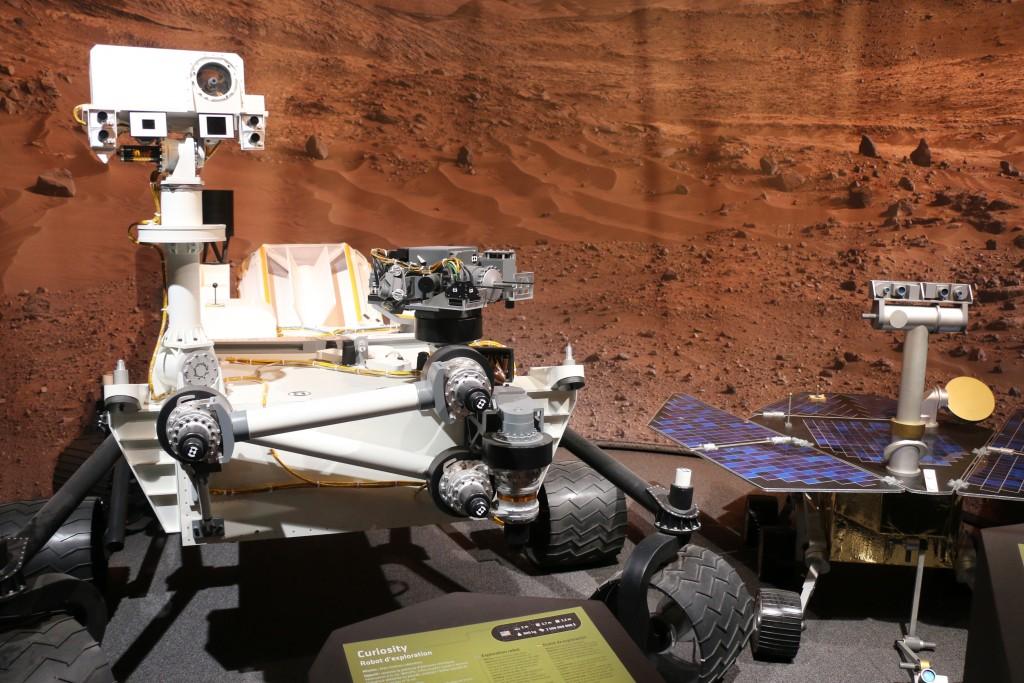 Les rovers Curiosity et Spirit © Astronova