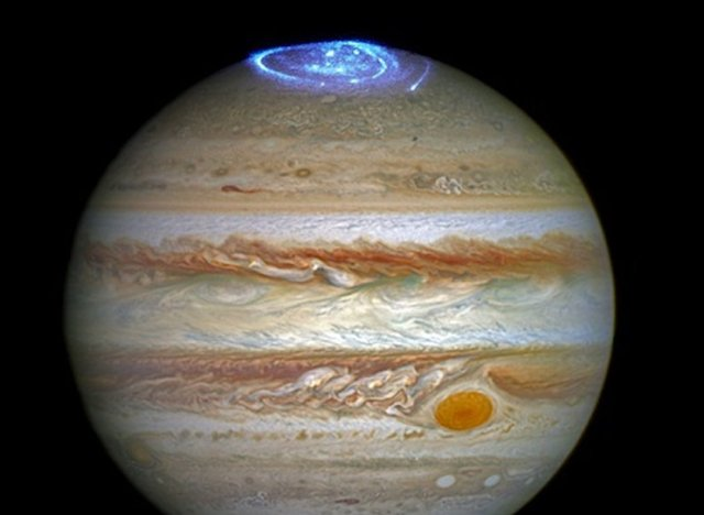 Aurores boréales sur Jupiter © Hubble - NASA