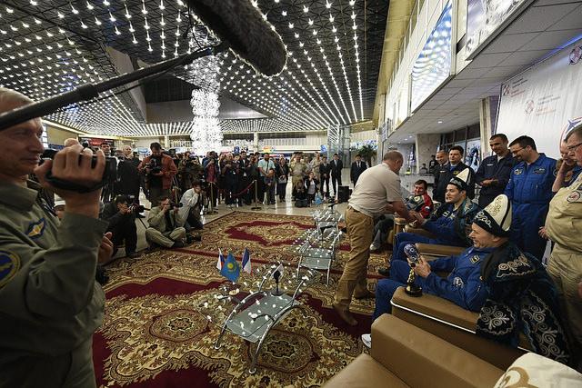 Thomas Pesquet suit le protocole des cérémonies kazakhes © ESA