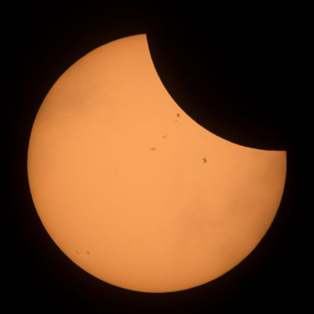 L'ISS qui passe devant le Soleil lors de l'éclipse