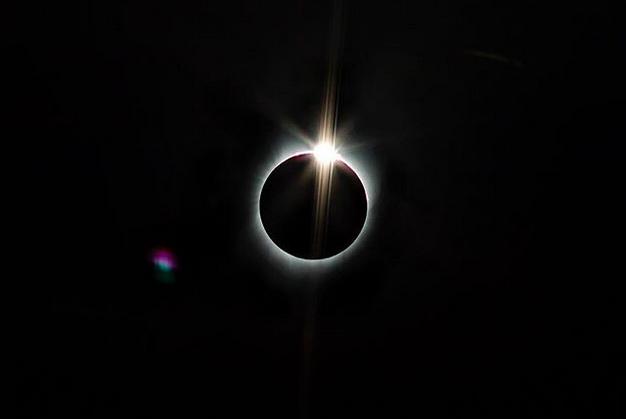 Eclipse totale sur la ville de Salem © Brittany Hosea-Small