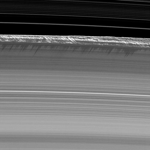 Vue de coupe d'un anneau de Saturne © NASA