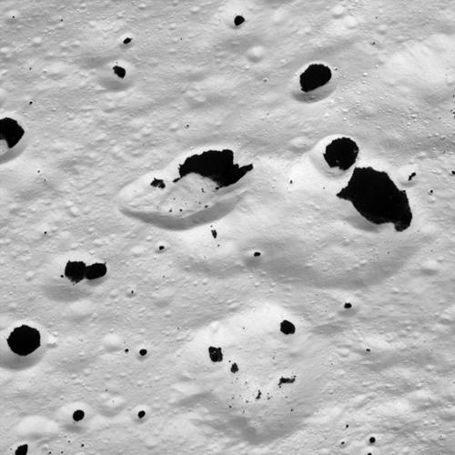 Surface de Japet, lune de Saturne © NASA
