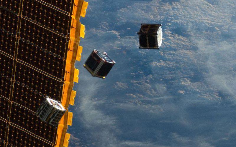 Largage de cubesats autour de l'ISS en 2012 © A&S
